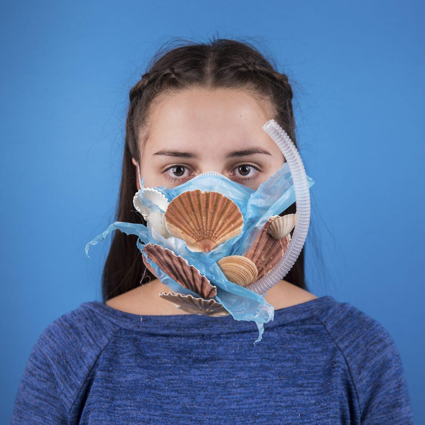 ©Art For Change 21, Maskbook, Zuzanna Distel, Vagues de plastique