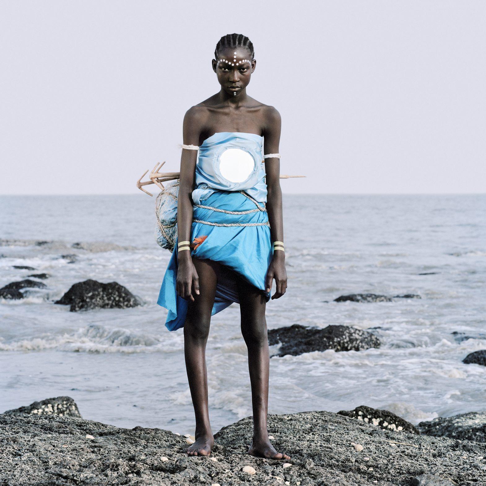 ©Namsa Leuba, 01_Statuette_Vili_Fanta_Guinee_2011_Namsa_Leuba_28.8x35cm